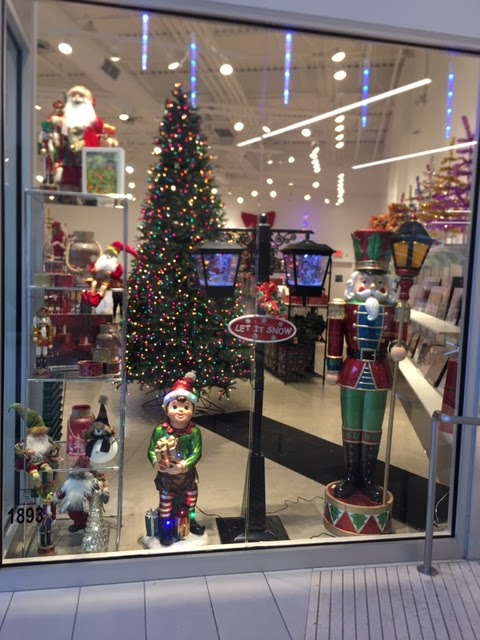 Niagara Falls Store Decorated For Christmas
